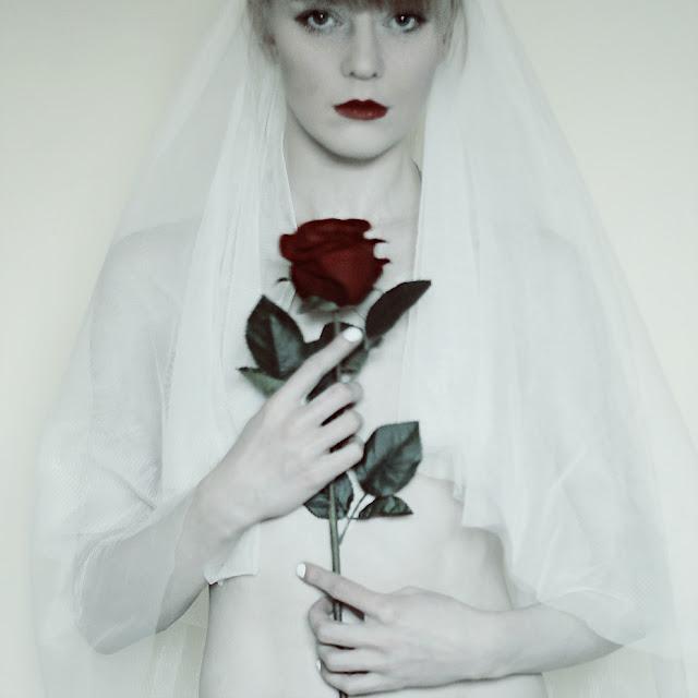 red_lips_rose_wedding_white_dress_lipsti