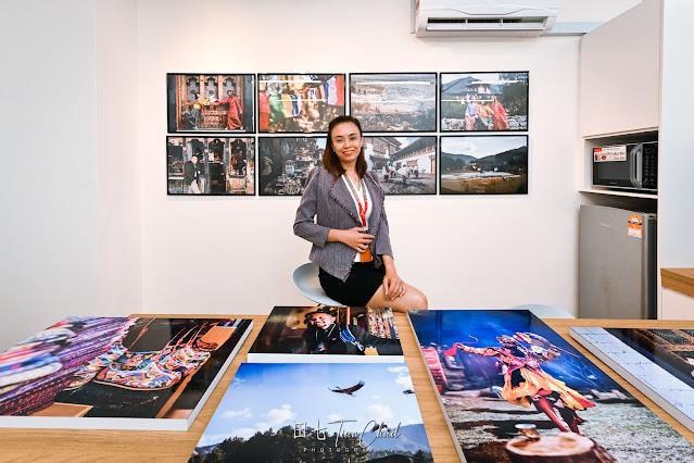 individual photo for Gigi with the printed Bhutan travel photos