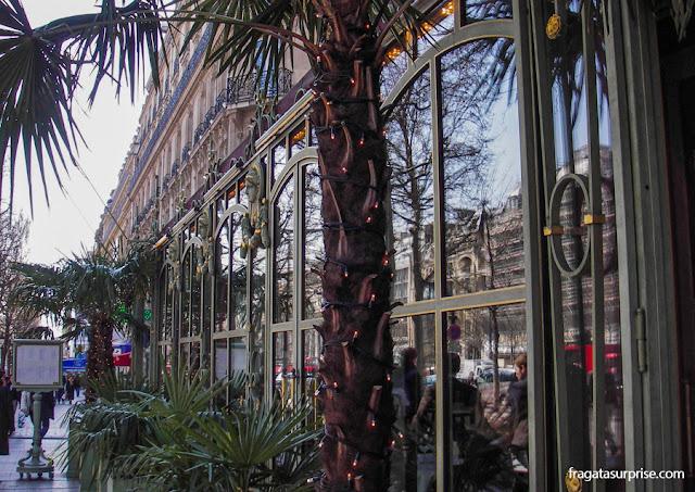 Confeitaria Ladurée, na Avenida de Champs-Élysées, Paris