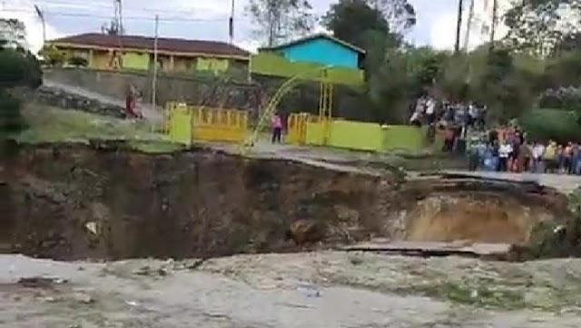 Jalan Lintas Dairi-Medan Amblas Sedalam 6 Meter, Lalu Lintas Dialihkan