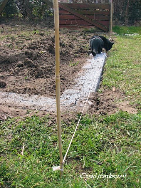obrzeże warzywnika z kostki granitowej, ogród przydomowy