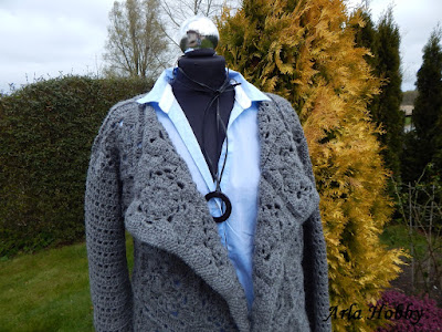 Sweterek z elementów