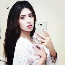 nama dan biodata Richa Mukherjee Pemeran Aarti Kumar Charni serial india Pengorbanan Cinta Mere Agne Mein SCTV