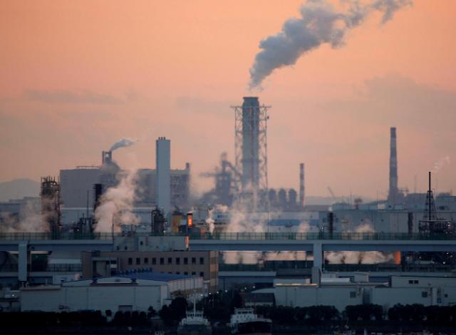 يهدف المستثمر الملياردير البريطاني إلى إجبار مئات الشركات على العمل في مجال المناخ