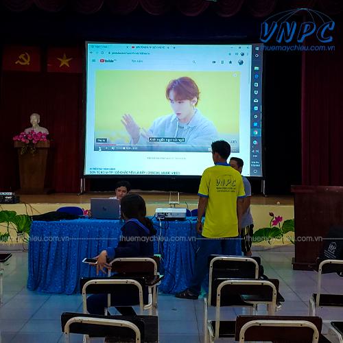 VNPC cho thuê máy chiếu và màn chiếu khung kích thước lớn