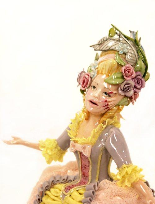 Jessica Stoller esculturas porcelanas bizarras surreais arte feminismo mulheres