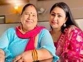 priyanka pandit with her mother