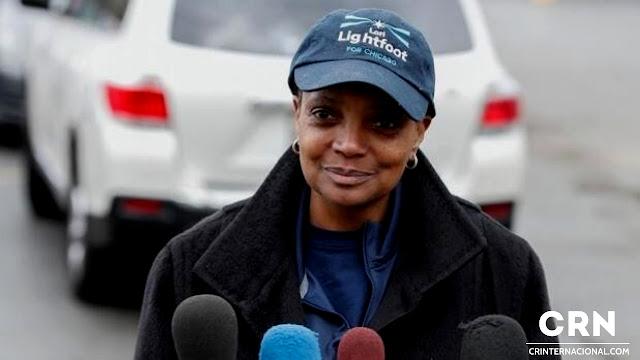 La alcaldesa de Chicago excluye a periodistas blancos