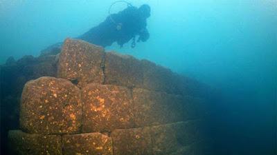 Κάστρο 3.000 ετών ανακαλύφθηκε στον βυθό της λίμνης Βαν στην Τουρκία