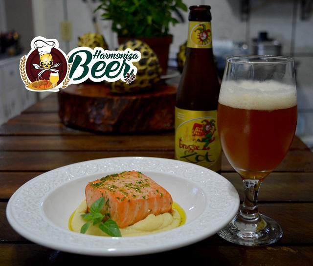 Cerveja Brugse Zot harmonizada com salmão assado, azeite aromatizado com ervas e raspas de mexerica com purê de batatas combinado com cerveja