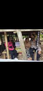 Bersama Pengurus Bhayangkari Ranting Kapolsek Turikale Beri Bantuan kepada Warga Kurang Mampu.