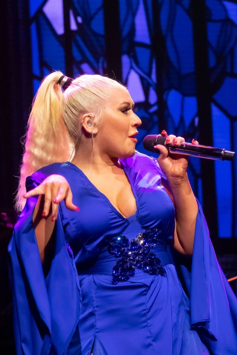 Christina Aguilera Performance Clicks at The X Tour in London 10 Nov-2019