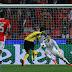 Em dia infeliz de Aubameyang, BVB perde do Benfica no jogo de ida das oitavas