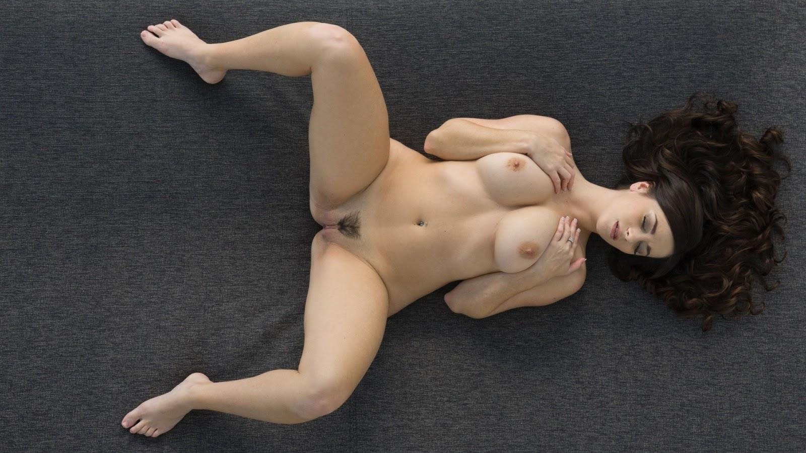 спине раздвинув перед за 40 на еблей женщина лежит ножки