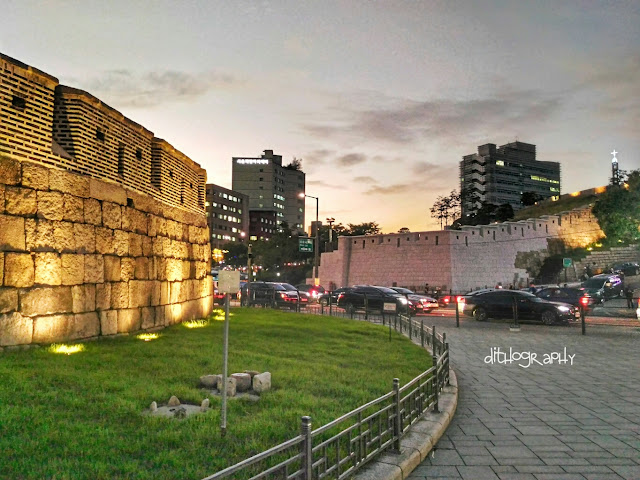 Seoul Fortress Wall atau The Hanyangdoseong (한양도성)  di dongdaemun