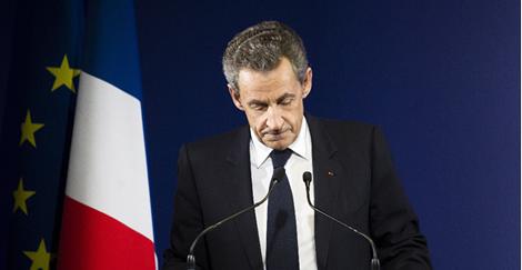 Sarkozy, éliminé dès le premier tour, dit ( au revoir )