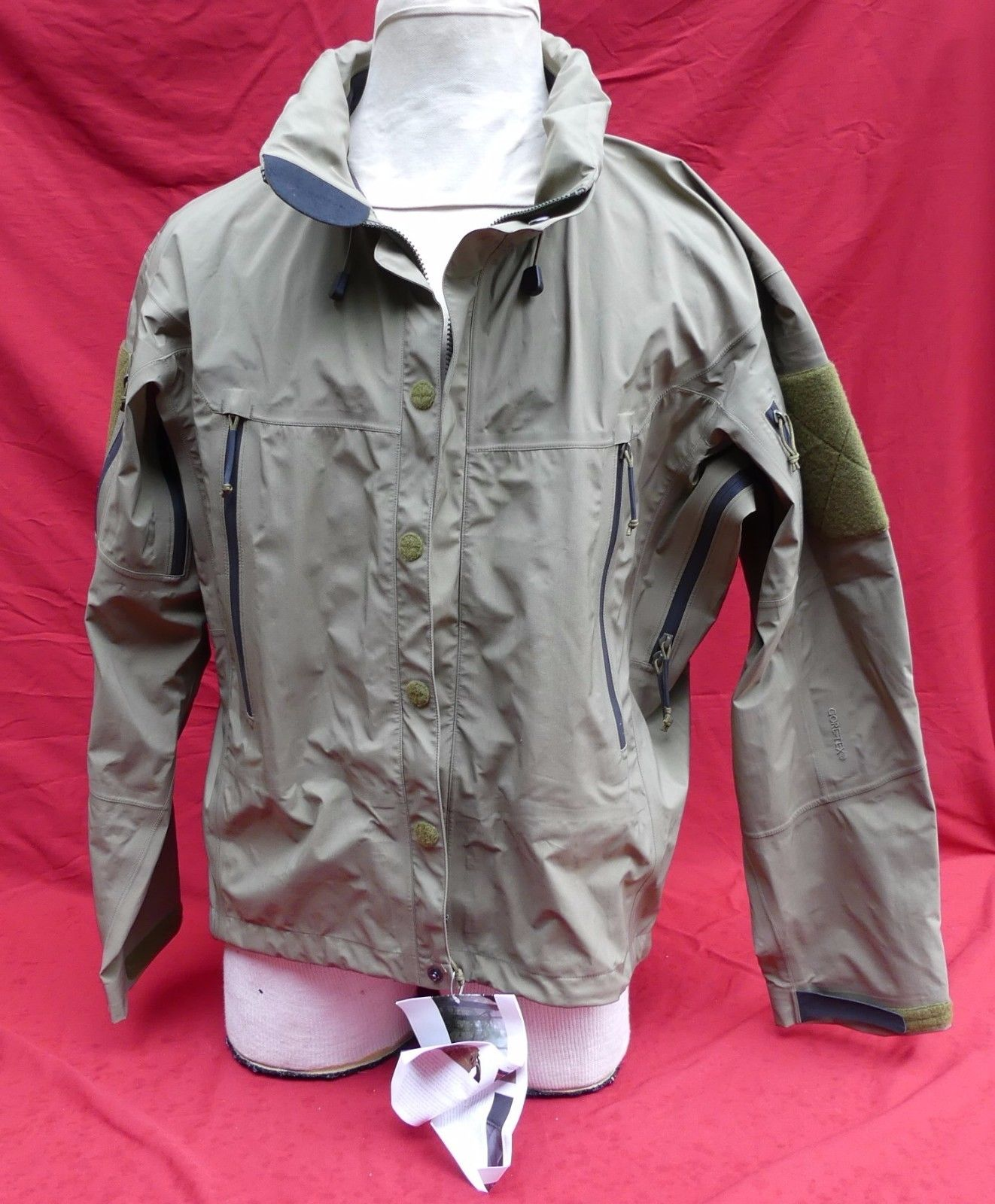 88947ebce38 The Arc'teryx LEAF Alpha jacket is a lightweight, waterproof and  compressible GORE-TEX® extra-long shell parka in preferred camouflage print  engineered to ...