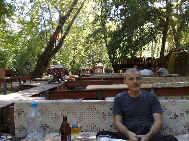 Antalya Kemer yakınlarındaki Ulupınar Şelale Restoran ortamı