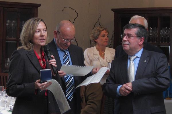 Carmen Cabo recogeMedalla Individual  FASFIL