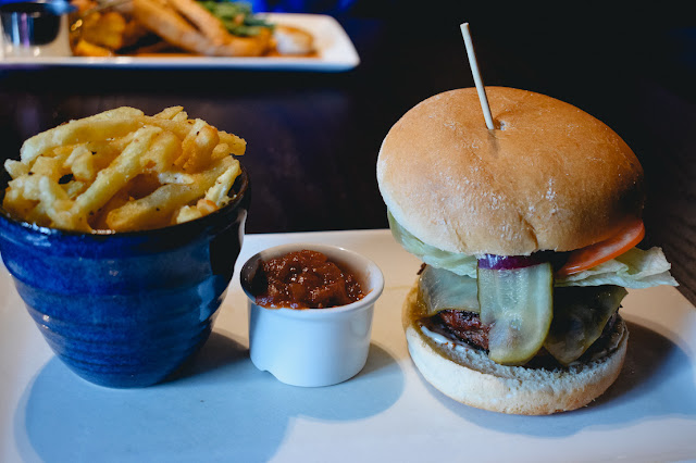 The Fox Menston review - home made British beef burger with fries