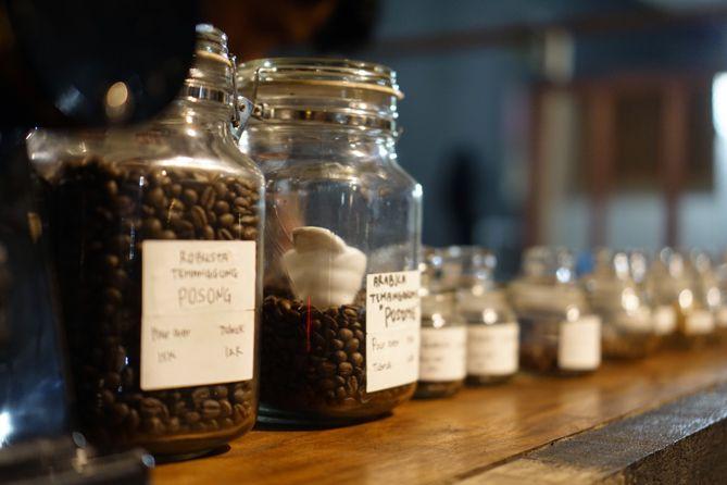 Berbagai biji kopi yang tersedia di Abah Kopi Cafe Jogja