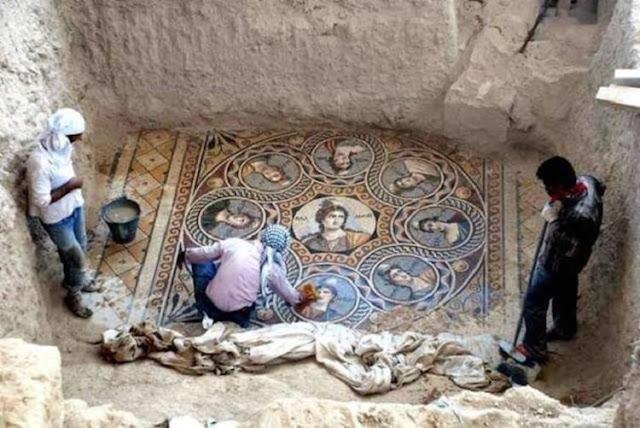 Археологи обнаружили уникальные греческие мозаики, которым не менее 2 тысяч лет.