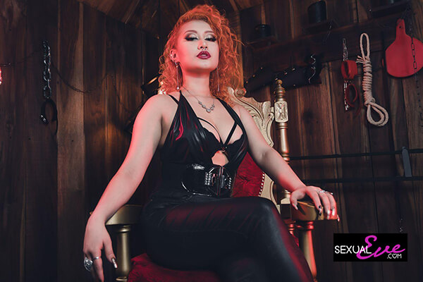 Redhead throne Mistress EvoletNelson on sexualeve in black wetlook top