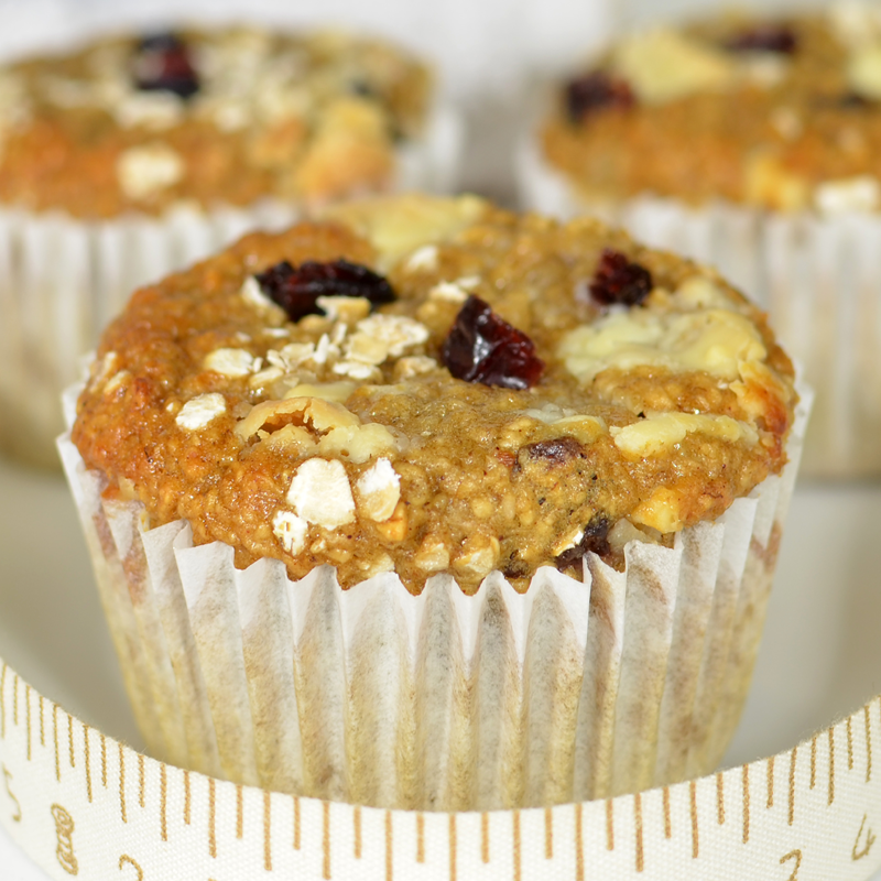 Muffins Saludables sin Harina, sin Azúcar ni Materia Grasa: con avena en vez de harina blanca, puré de fruta en vez de materia grasa y miel en vez de azúcar.