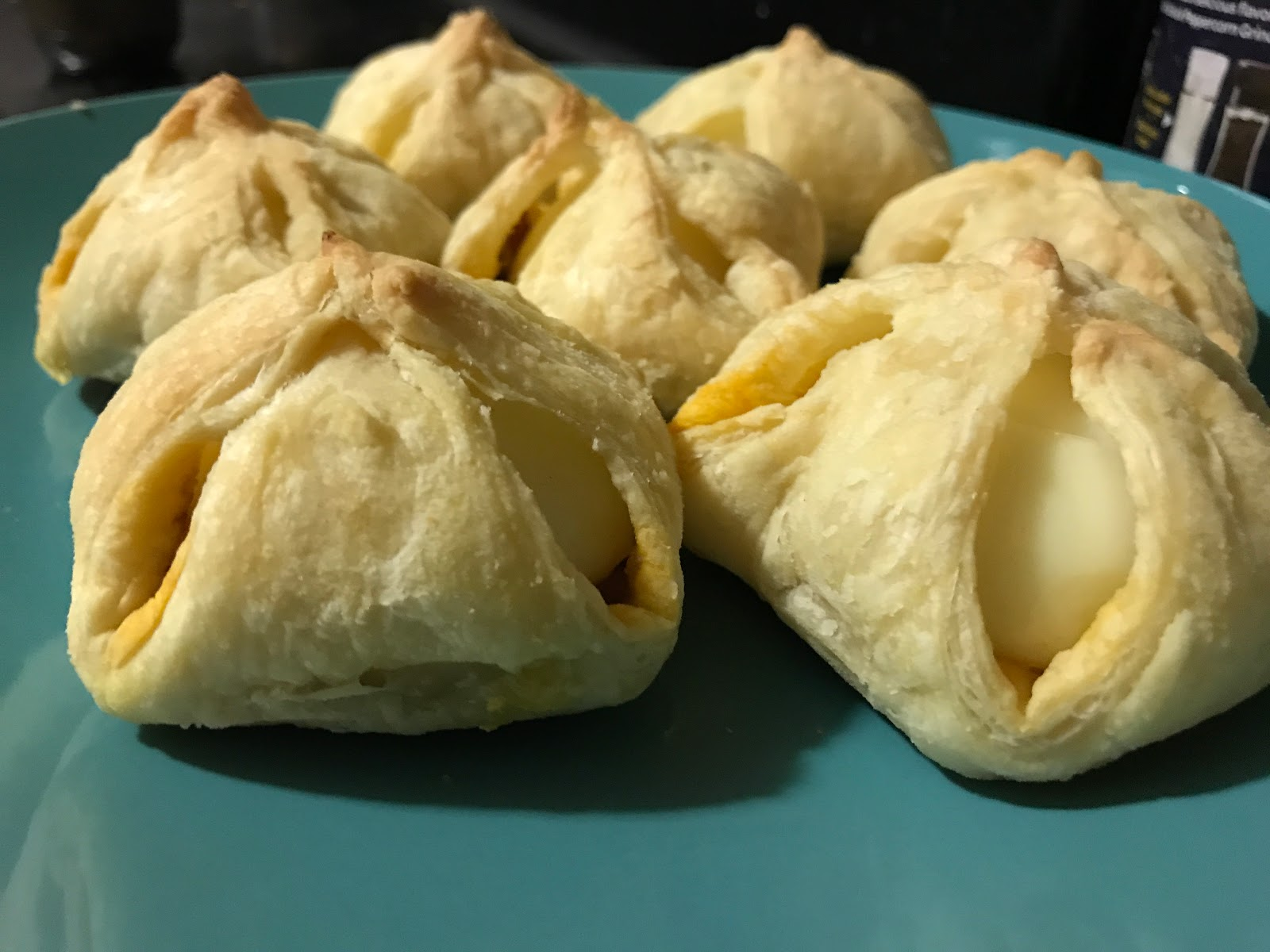 https://www.shobiskitchen.com/2017/08/egg-puff.html