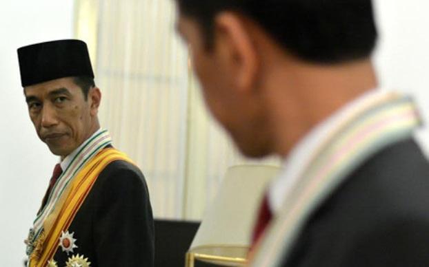 Jokowi Nepuk Air Di Dulang