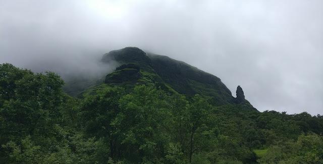Manikgad fort trek, Manikgad killa