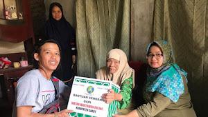 IWO Garut Berikan Bantuan Sembako Pada Nenek Buruh Cuci Pakaian