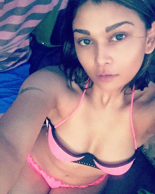 Bigg Boss Contestant Sakshi Pradhan Bikini Images Navel Queens