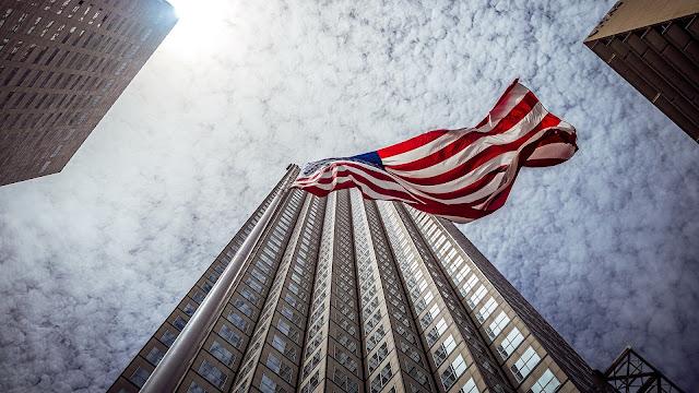 Заявки на пособие по безработице в США упали больше, чем ожидалось