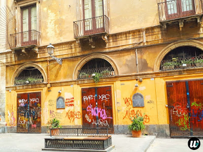 graffiti on building facade, Catania | Sicily, Italy | wayamaya