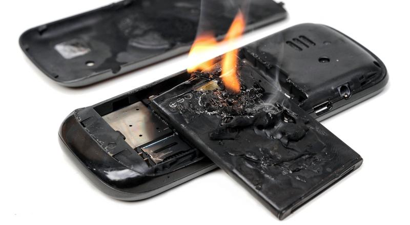 تحذير: هاتفك قد يسبب انفجار الطائرة!
