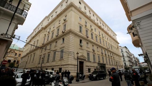 عاحل لجزائر تطلب عقوبات قاسية على رؤساء وزراء سابقين متهمين بالفساد