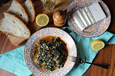 Spanakoriso, ovvero spinaci e riso è una ricetta della cucina greca facile, veloce, saporita e salutare. Piatto unico tradizionalmente vegano.