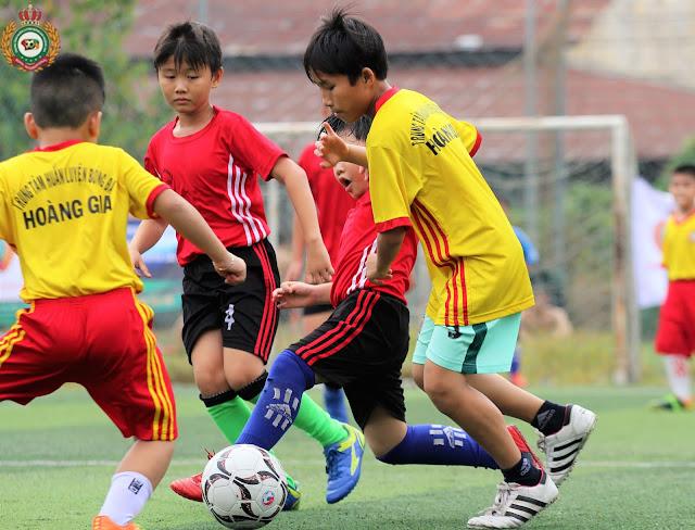 Luyện tập thể thao trong hè cho con