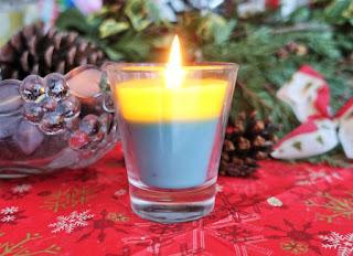 Mit verschiedenen Wachsfarben erzielt man individuelle Kerzenmuster