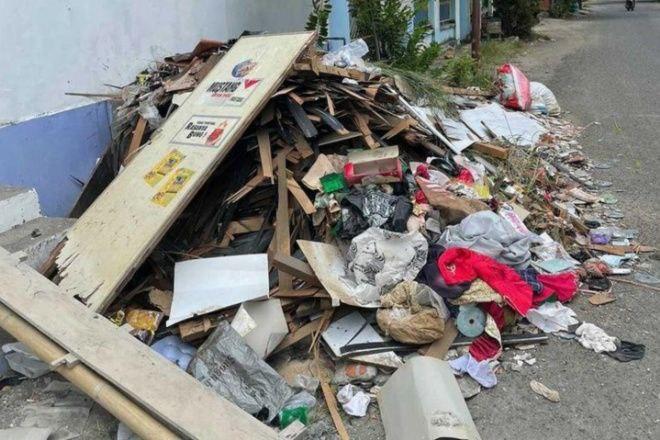3 Minggu Tak Diangkut, Sampah Warga di Jalan Sumba Bone Menggunung