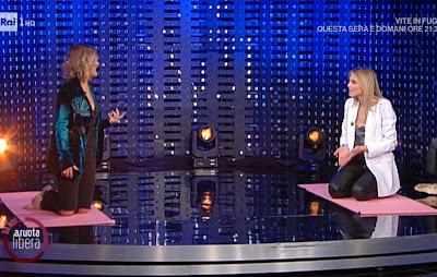 Irene Grandi e Francesca Fialdini esercizi sul tappetino