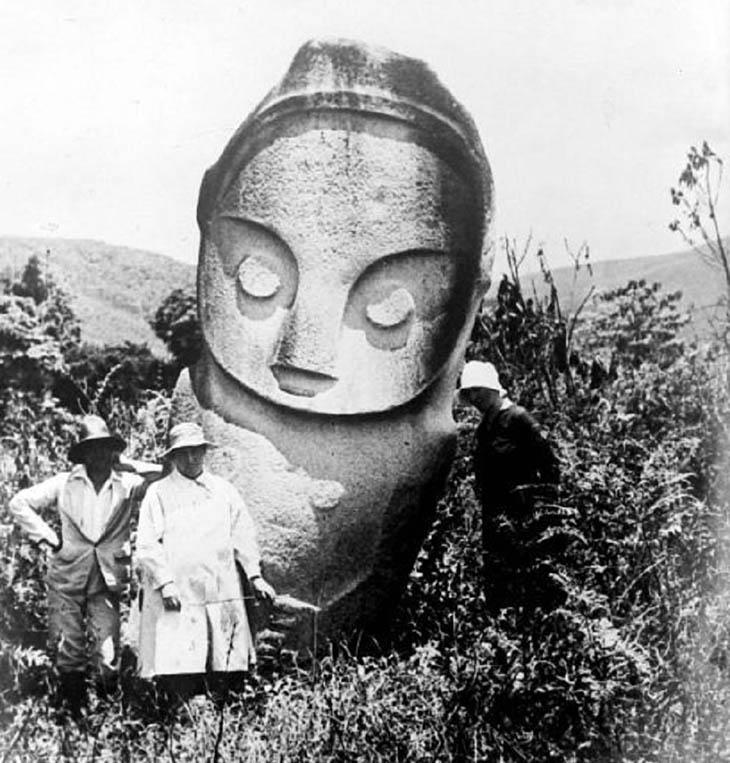 A, Açıklanamayanlar, Endonezya'daki dev taş heykellerin gizemi,Uzaylı tasvirleri mi?,Dev heykellerin gizemi,Endonezya'nın gizemli heykelleri, Dünya dışı yaşam, Kalambas,Bada Vadisi