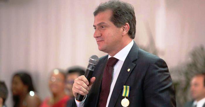 """Simplicio Araújo rebate Roberto Costa e diz que """"denúncia"""" é mero factóide político plantado."""