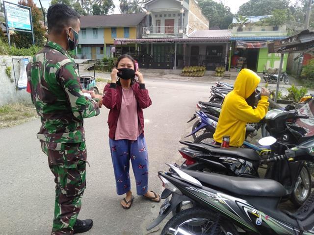 Edukasi Pentingnya Pakai Masker, Personel Jajaran Kodim 0207/Simalungun Lakukan Penegakan Disiplin Protokol Kesehatan