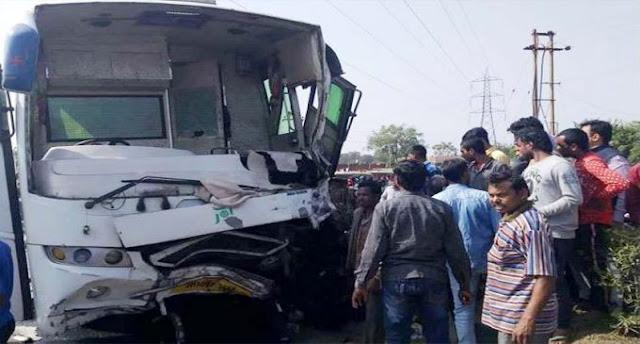 छात्र-छात्राओं को लेकर कुशीनगर जा रही अयोध्या में एक रोडवेज बस दुर्घटनाग्रस्त 27 लोग घायल