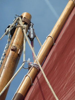 standing lug sail upper yard arrangement