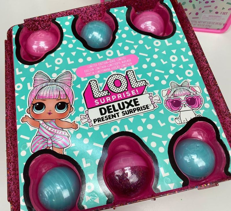 L.O.L. Surprise Deluxe Present Surprise с куклой и питомцем
