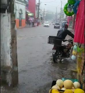 Centro de Alagoa Grande fica alagado após chover quase 100 mm; veja vídeo