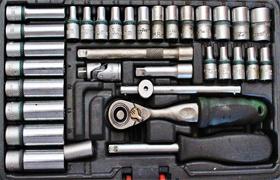 Kunci dan Peralatan Bengkel